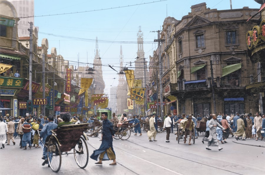 During the days of the Republic, Nanjing Road in Shanghai was one of the best-known commercial streets in the world. Stores and advertisements lined the streets; advertisement placards announcing sales and discounts were waved in the streets while tobacconists, pharmacies, watch shops and metal workshops vied for customers side by side.