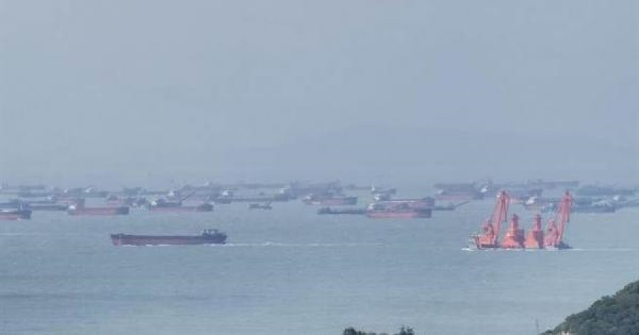 Sand dredgers around the Matsu islands. (Internet)
