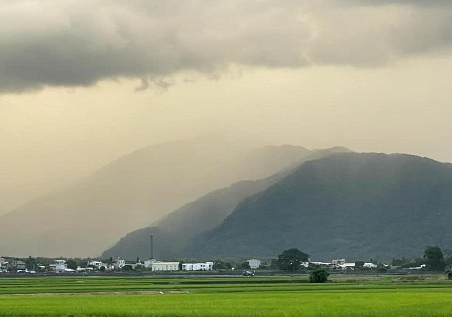 The silver grey skies of Chishang.