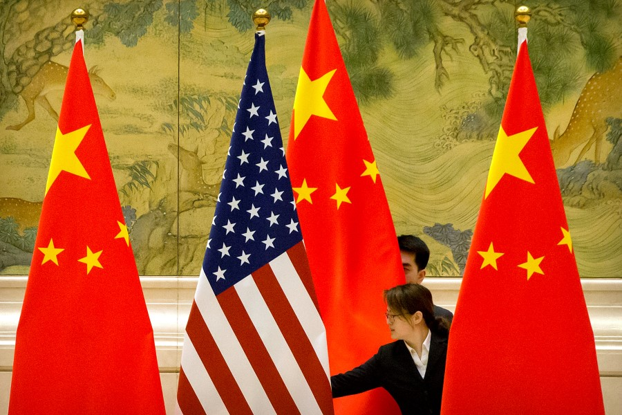 US and Chinese flags at the Diaoyutai State Guesthouse in Beijing, 14 February 2019. (Mark Schiefelbein via REUTERS)