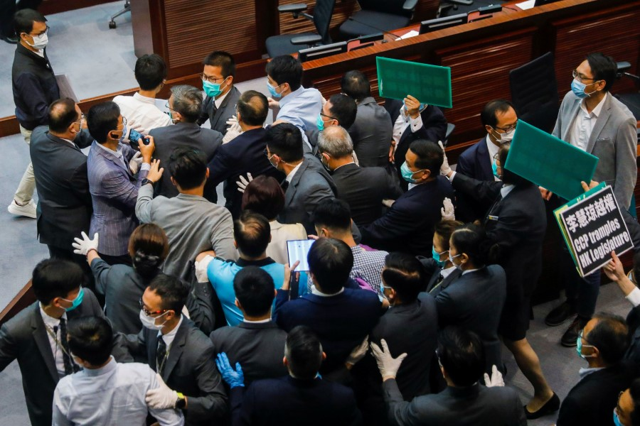 Pan-democratic legislators scuffle with security as they protest against new security laws during Legislative Council's House Committee meeting, in Hong Kong, 22 May 2020. (Tyrone Siu/REUTERS)