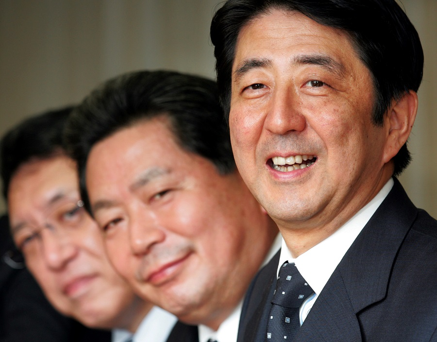 Japan's prime minister-in-waiting Shinzo Abe (right) smiles with newly appointed Secretary General Hidenao Nakagawa (centre) and General Council Chairman Yuya Niwa of his ruling Liberal Democratic Party at a party executive meeting in Tokyo, 25 September 2006. (Toshiyuki Aizawa/File Photo/Reuters)