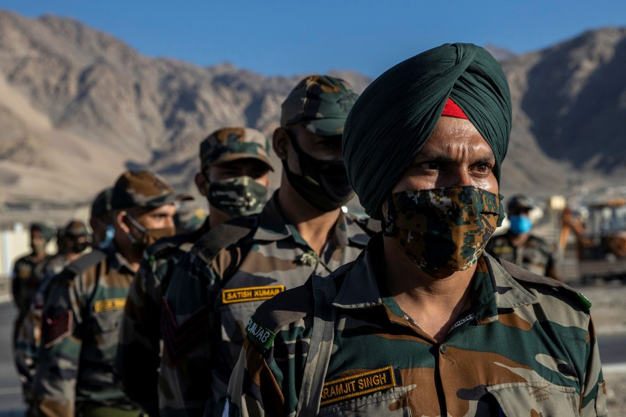 Indian soldiers stand in a formation after disembarking from a military transport plane at a forward airbase in Leh, in the Ladakh region, 15 September 2020. (Danish Siddiqui/REUTERS)