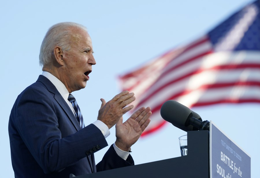 Democratic U.S. presidential nominee Joe Biden speaks during a campaign stop in Gettysburg, Pennsylvania, 6 October 2020. (Kevin Lamarque/REUTERS)