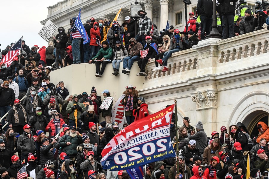 """Supporters of U.S. President Donald Trump gather at the west entrance of the Capitol during a """"Stop the Steal"""" protest outside of the Capitol building in Washington D.C., 6 January 2021. (Stephanie Keith/REUTERS)"""