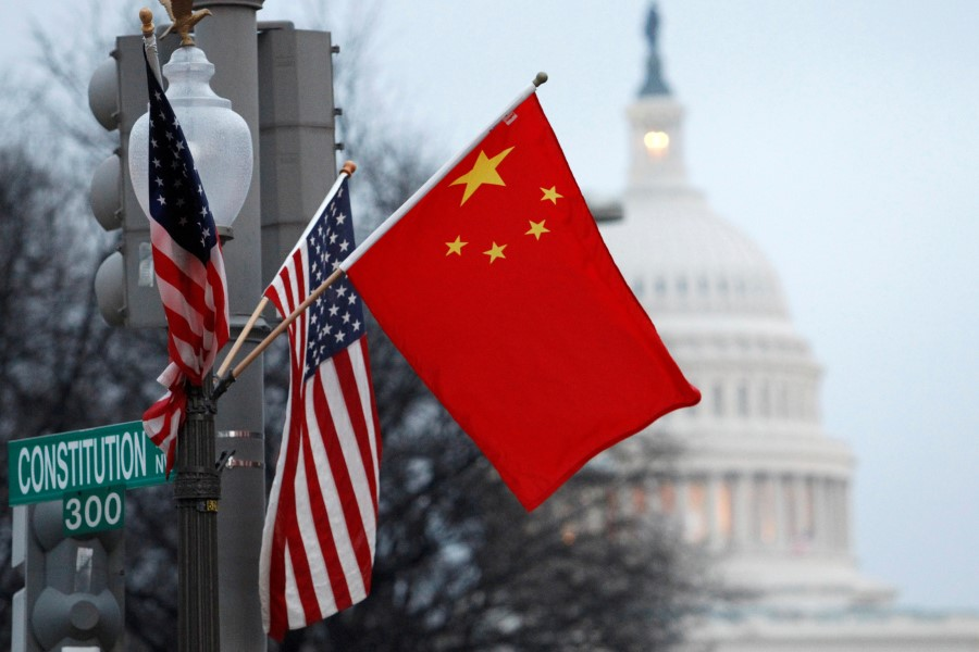 This file photo shows the People's Republic of China flag and the U.S. flag fly on a lamp post along Pennsylvania Avenue near the U.S. Capitol in Washington, 18 January 2011. (Hyungwon Kang/Reuters)
