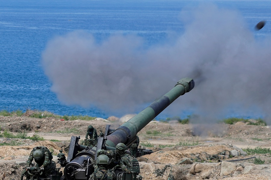 Taiwanese soldiers fire an 8 inch (203 mm) M110 self-propelled howitzer during the live fire Han Kuang military exercise, which simulates China's People's Liberation Army (PLA) invading the island, in Pingtung, Taiwan, 30 May 2019. (Tyrone Siu/File Photo/Reuters)