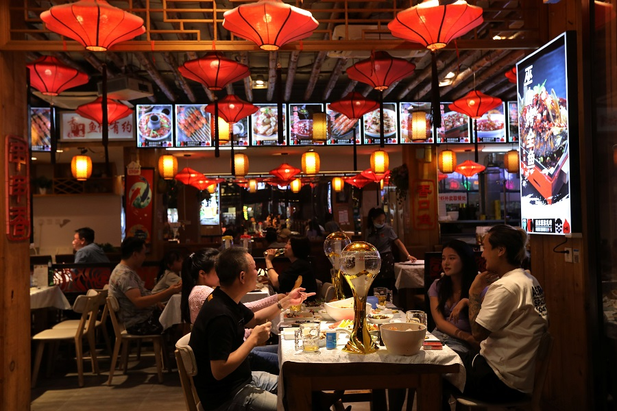 People dine at a restaurant in Beijing, China, 13 August 2021. (Tingshu Wang/Reuters)