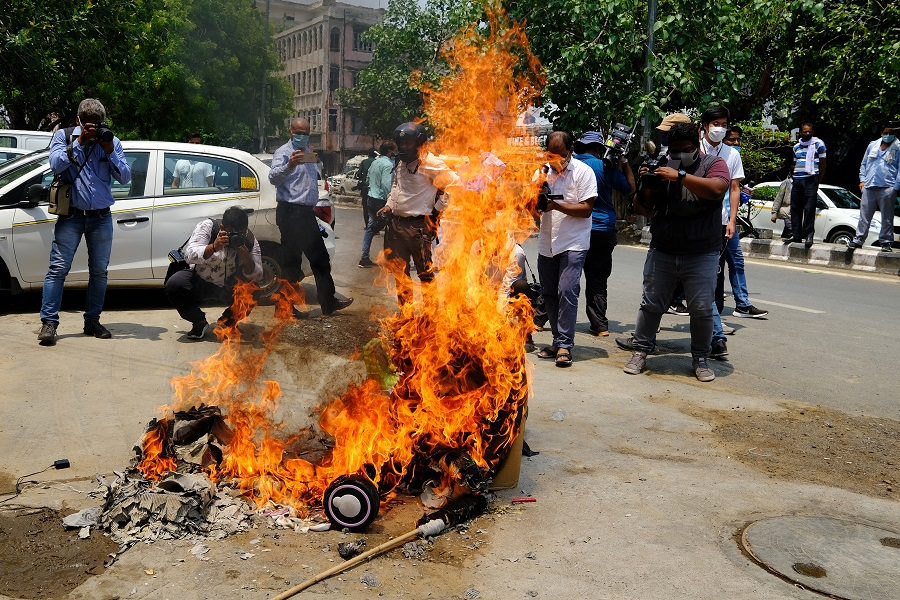Protesters burn China-made goods at a demonstration requesting consumers to boycott Chinese goods organised by the Confederation of All India Traders (CAIT) at Karol Bagh market in New Delhi, India, on 22 June 2020. (T. Narayan/Bloomberg)