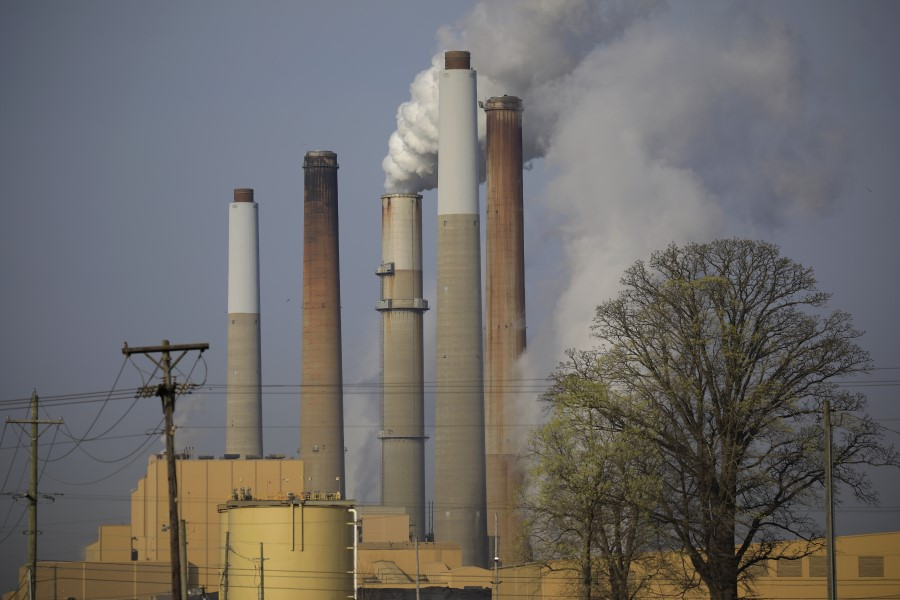 Emissions rise from the Kentucky Utilities Co. Ghent generating station in Ghent, Kentucky, U.S., on 6 April 2021. (Luke Sharrett/Bloomberg)