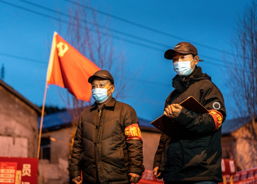 Staff members keeping watch at a checkpoint in the border city of Suifenhe, in China's northeastern Heilongjiang province, April 21, 2020. (STR/AFP)
