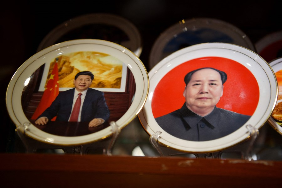 Souvenir plates featuring Chinese President Xi Jinping (left) and late communist leader Mao Zedong are seen at a store in Beijing on 2 March 2021. (Greg Baker/AFP)