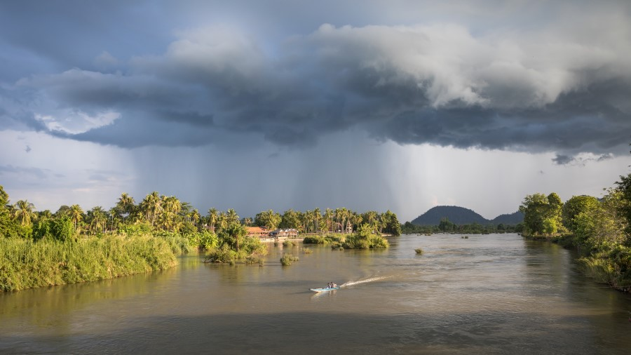 A view of the Mekong between Don Det and Don Khon, Si Phan Don, Laos, May 2019. (Wikimedia)