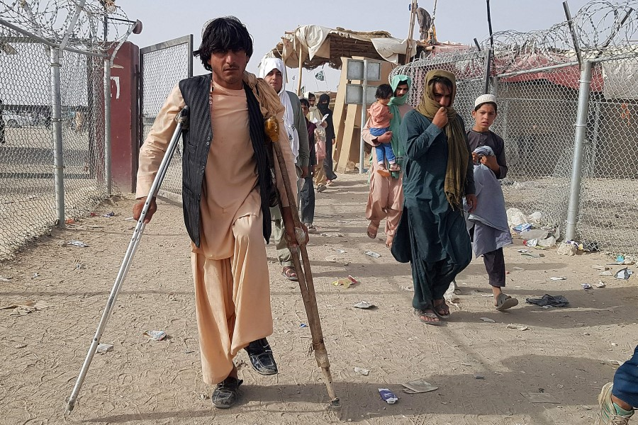 Afghan nationals return back to Afghanistan from the Pakistan-Afghanistan border crossing point in Chaman on 17 August 2021. (AFP)