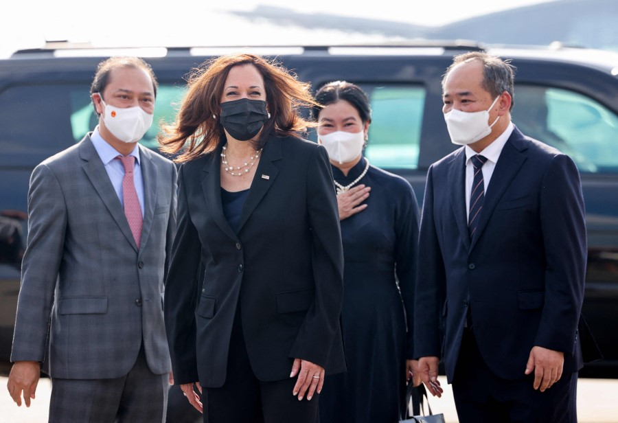 US Vice President KamalaHarris(second from left) prepares to depart Vietnam at Noi Bai International Airport, following her first official visit toAsia, in Hanoi on 26 August 2021. (Evelyn Hockstein/AFP)