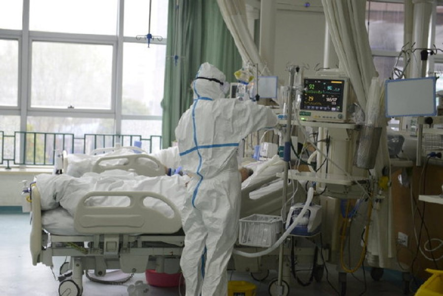 medical staff attending to a patient at the Central Hospital of Wuhan. The authorities in China have been criticised for its handling of the new coronavirus originating in Wuhan. (Internet)