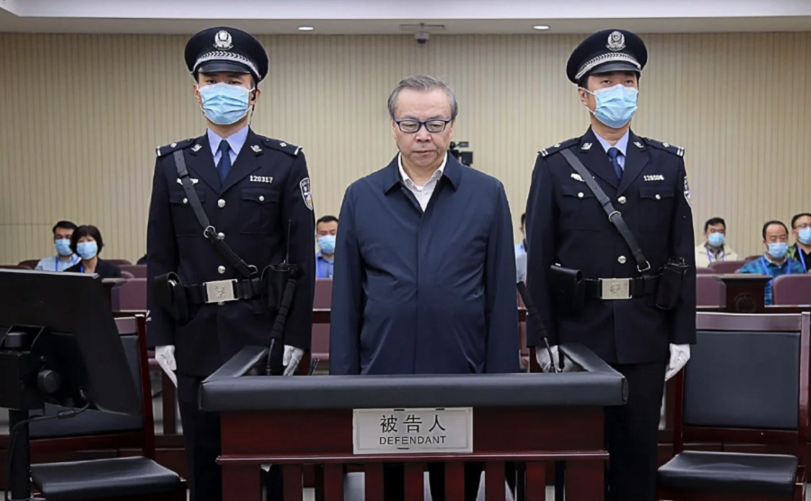 Former chairman of China Huarong Asset Management Lai Xiaomin being tried in court for accepting bribes worth over 1.78 billion RMB. (Weibo)