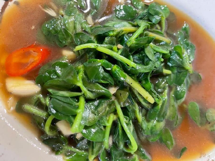 """Baochuan vegetable"" dish stir-fried in sesame oil and chilli. (Facebook/蔣勳)"