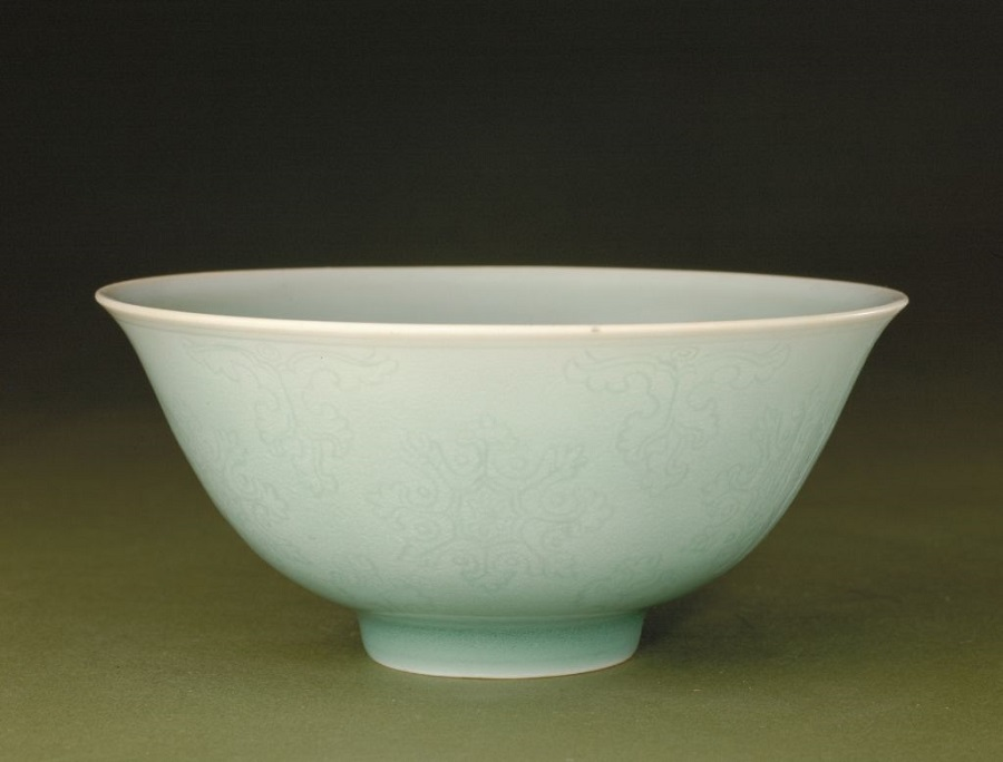 Yingqing porcelain bowl (影青暗花缠枝莲纹碗), Qing dynasty, The Palace Museum. (Internet)