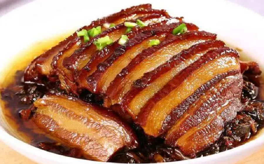 Pork belly with preserved mustard. (Internet)