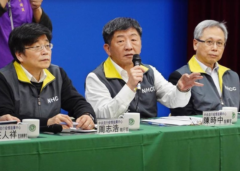 Chen Shih-chung (center), commander of the Central Epidemic Command Centre. (Internet)