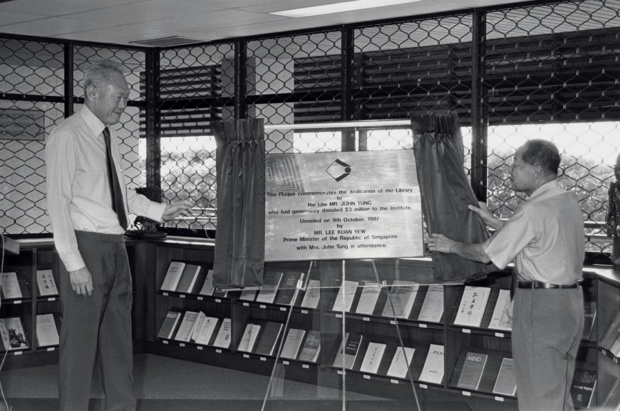 Prime Minister Lee Kuan Yew paid a tribute to Mr John Tung, a Hong Kong industrialist who donated $3 million to the Institute of East Asian Philosophies four years ago. A simple ceremony was held in a library, situated at the institute at the National University of Singapore. The library was dedicated to Mr John Tung. (SPH)