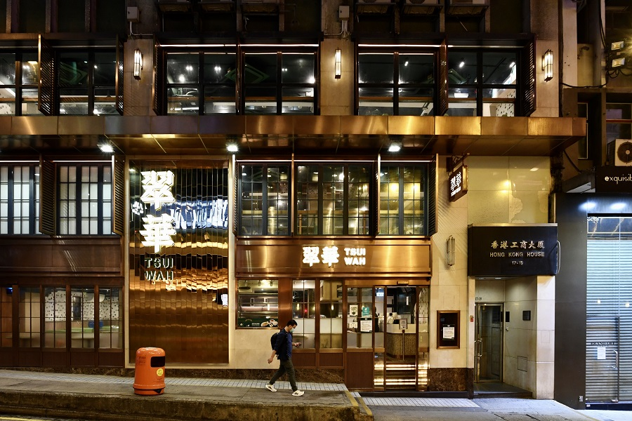This photo taken on 22 March 2020 shows the three-storey high Tsui Wah tea restaurant at Wellington Street that is about to suspend its operations. (HKCNA/CNS)