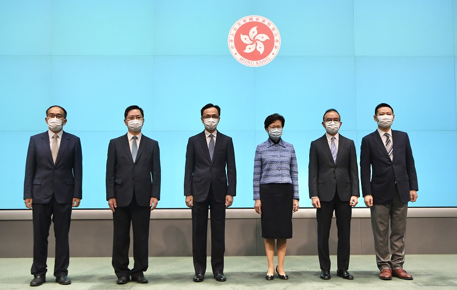 Chief Executive Carrie Lam (third from right) and the newly appointed officials following the major political reshuffle at a press conference held on 22 April 2020: Christopher Hui Ching-yu (first from left), Alfred Sit Wing-hang (second from left), Patrick Nip Tak-kuen (third from left), Erick Tsang Kwok-wai (second from right), and Caspar Tsui Ying-wai (first from right). (HKCNA/CNS)