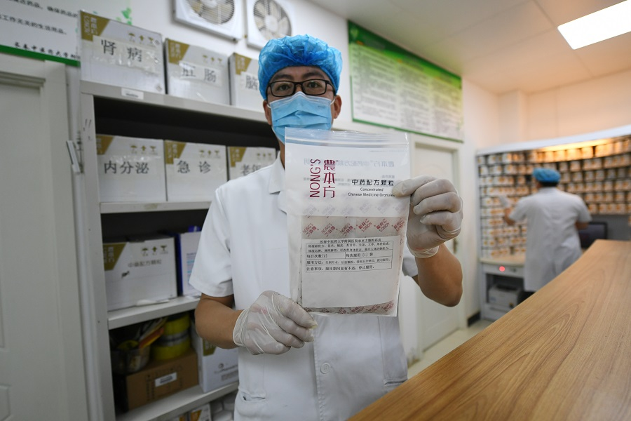In this photo taken on 26 May 2020, a traditional Chinese medicine staff from the affiliated hospital of Changchun University of Chinese Medicine holds up a prescription used to treat the Covid-19 coronavirus. (CNS)