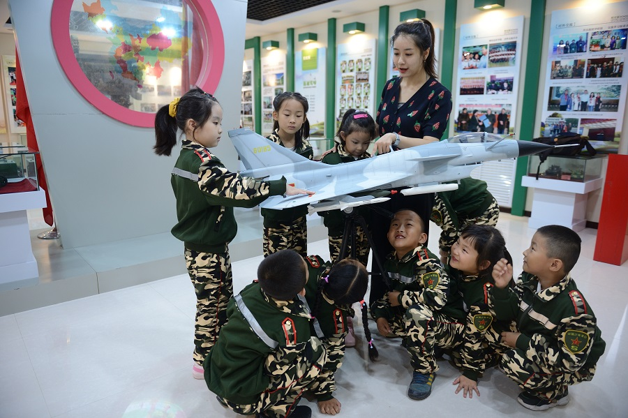 First grade elementary school students look at aviation models in school, Hohhot, Inner Mongolia, China, 31 August 2020. (CNS)