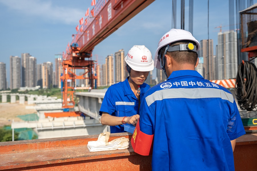 This photo taken on 20 July 2021 shows workers at the construction site of the Guiyang–Nanning high-speed railway in Nanning, Guangxi, China. (CNS)