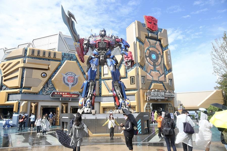 People tour Transformers: Metrobase at Universal Studios Beijing, China, 20 September 2021. (CNS)