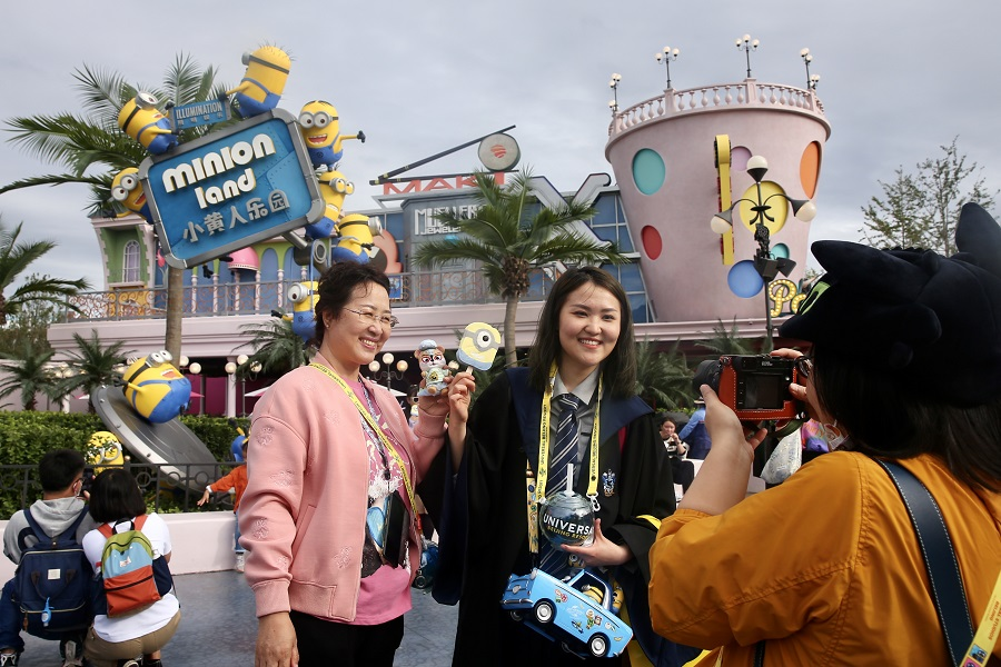 People pose for photos outside Minion Land at Universal Studios Beijing, China, 20 September 2021. (CNS)