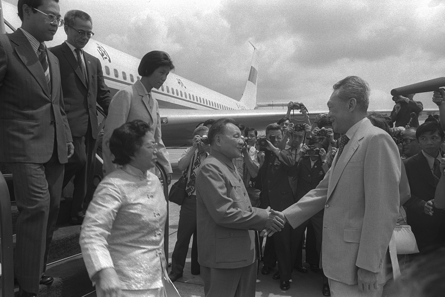 China's then-senior vice-premier Deng Xiaoping (centre), arrived in Singapore to a warm welcome from Prime Minister Lee Kuan Yew. Deng, at the age of 74, made his first and only official visit to Singapore in 12 November 1978. (Ministry of Information and the Arts)