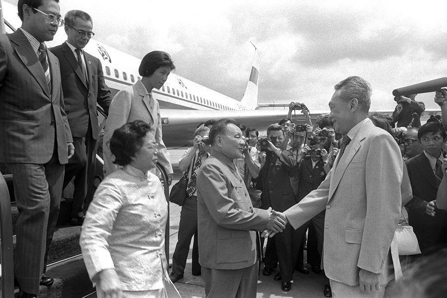China's then-senior vice-premier Deng Xiaoping (centre), arrived in Singapore to a warm welcome from Prime Minister Lee Kuan Yew. Mr Deng, at the age of 74, made his first and only official visit to Singapore in 12 November 1978. (Ministry of Information and the Arts)