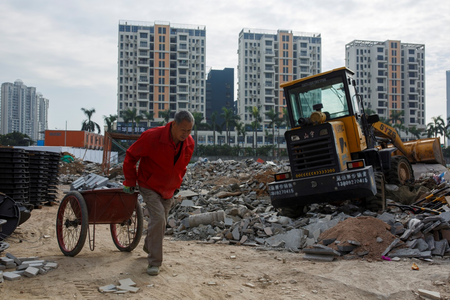 Many people who live in high-end residential districts have already attained or exceeded middle class status in material life, but remain culturally impoverished. This file photo shows a worker pulling a cart at a construction site near new apartment high-rise buildings in the Shekou area of Shenzhen, Guangdong Province, China, on December 13, 2018. (Thomas Peter/File Photo/Reuters)