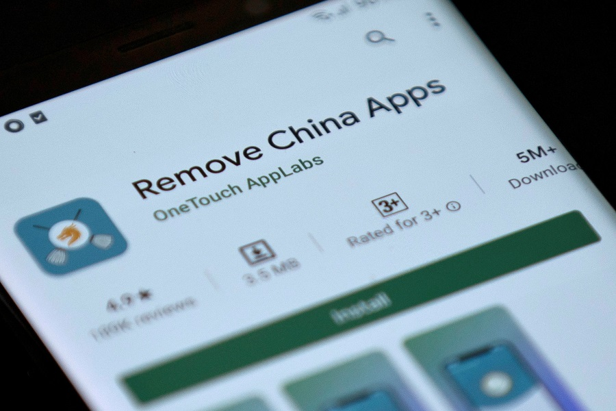 Remove China Apps is seen in the Google Play store on a mobile phone in this illustration taken on 2 June 2020. (Danish Siddiqui/Illustration/File Photo/Reuters)