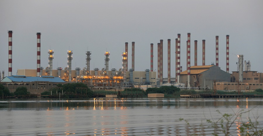 A general view of Abadan oil refinery in southwest Iran, is pictured from Iraqi side of Shatt al-Arab in Al-Faw south of Basra, Iraq, on 21 September 2019. (Essam Al-Sudani/File Photo/Reuters)