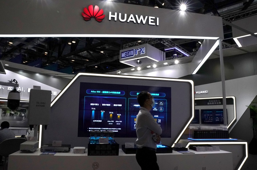 A man wearing a face mask walks past a Huawei booth at the 2020 China International Fair for Trade in Services (CIFTIS) in Beijing, China, 4 September 2020. (Tingshu Wang/File Photo/Reuters)