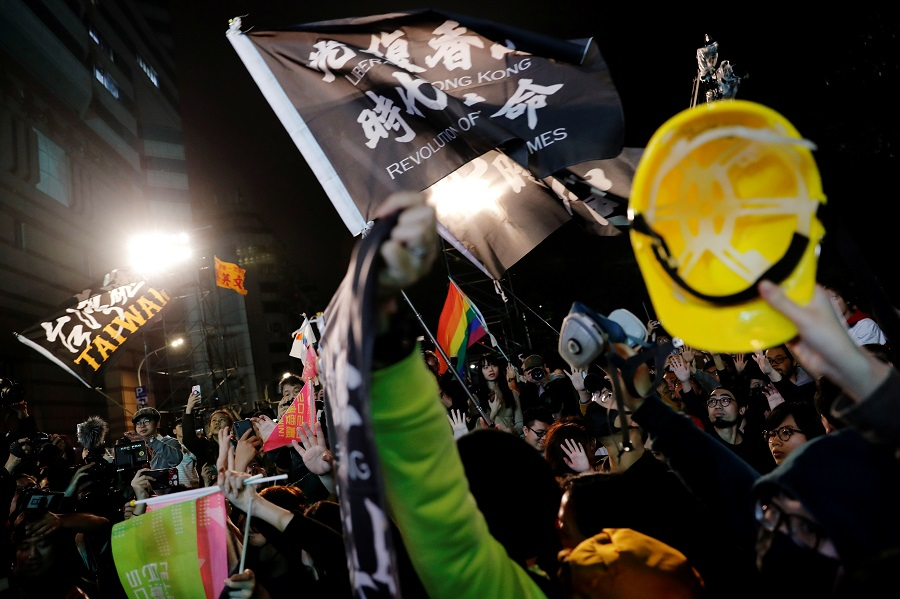 Hong Kong anti-government protesters attend a rally in support of Taiwan President Tsai Ing-wen outside the Democratic Progressive Party (DPP) headquarters in Taipei, Taiwan, 11 January 2020. (Tyrone Siu/File Photo/Reuters)