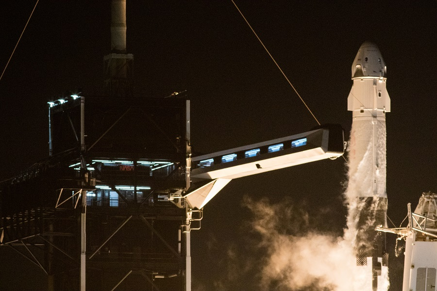 A SpaceX Falcon 9 rocket, topped with the Crew Dragon capsule, is launched carrying four astronauts on the first operational NASA commercial crew mission at Kennedy Space Center in Cape Canaveral, Florida, US, 15 November 2020. (NASA/Joel Kowsky/Handout via Reuters)