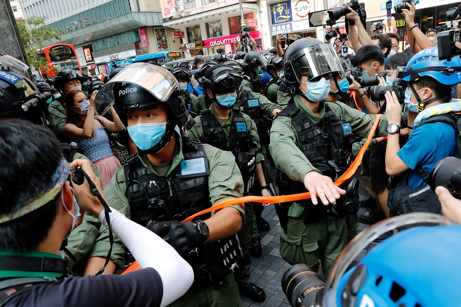 Riot police disperse pro-democracy protesters during a demonstration opposing postponed elections, in Hong Kong, 6 September 2020. (Tyrone Siu/File Photo/Reuters)