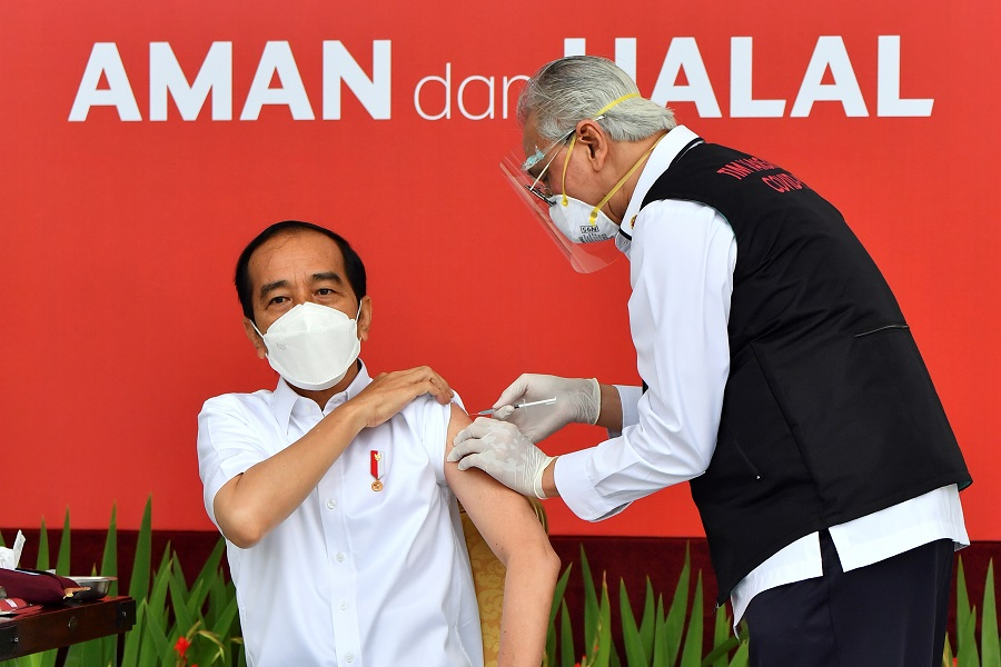 Indonesian President Joko Widodo receives a shot of the Covid-19 vaccine at the Merdeka Palace in Jakarta, Indonesia, 13 January 2021. (Courtesy of Agus Suparto/Indonesian Presidential Palace/Handout via Reuters)