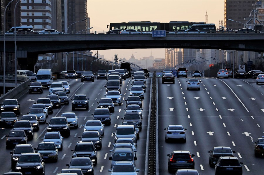 A view shows traffic during evening rush hour at the central business district in Beijing, China, 15 January 2021. (Tingshu Wang/Reuters)