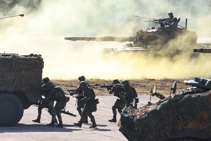 Soldiers take part in a drill in a military base ahead of the Lunar New Year in Hsinchu, Taiwan, 19 January 2021. (Ann Wang/Reuters)