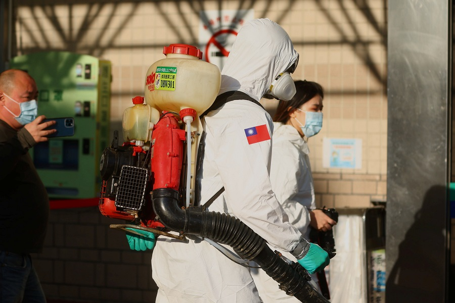 Soldiers prepare to spray disinfectant outside the Taoyuan General Hospital, in Taoyuan, Taiwan, 19 January 2021. (Ann Wang/Reuters)