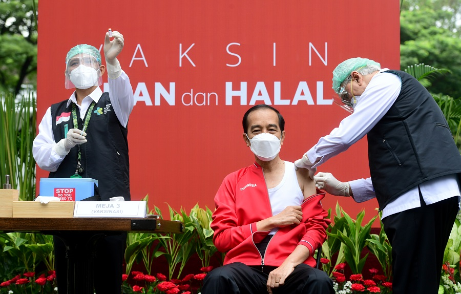 Indonesian President Joko Widodo is pictured while receiving the second dose of Sinovac's Covid-19 vaccine at the Presidential Palace in Jakarta, Indonesia, 27 January 2021. (Courtesy of Muchlis Jr/Indonesian Presidential Palace/Handout via Reuters)