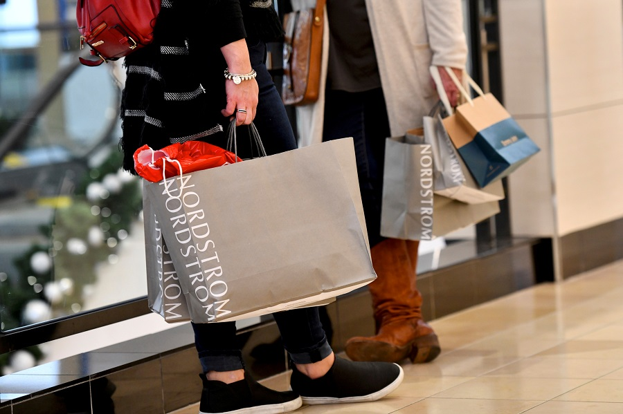 Shoppers clutch their Nordstrom bags as pre-Thanksgiving and Christmas holiday shopping accelerates at the King of Prussia Mall in King of Prussia, Pennsylvania, US, 22 November 2019. (Mark Makela/File Photo/Reuters)
