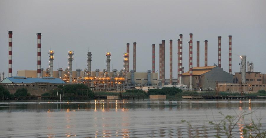 A general view of Abadan oil refinery in Iran, is pictured from Iraqi side of Shatt al-Arab in Al-Faw south of Basra, Iraq, 21 September 2019. (Essam Al-Sudani/File Photo/Reuters)