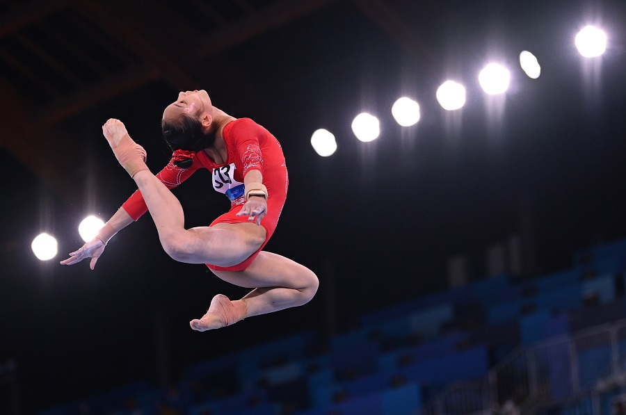 Tang Xijing of China in action on the uneven bars, Tokyo Olympics, 25 July 2021. (Dylan Martinez/Reuters)